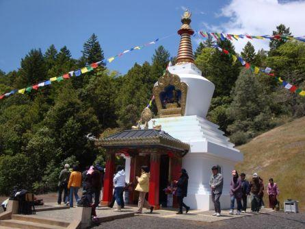circumambulating_stupa
