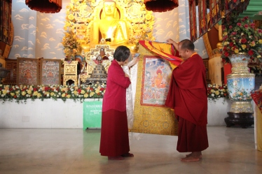 39 (Lama Sotop Presenting Thanka to Dorje Palmo)