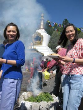 Wendy_&_Cathy_at_Fire_Puja