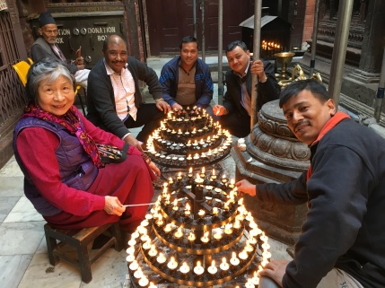 lighting-candles-at-Mahabuddha-temple